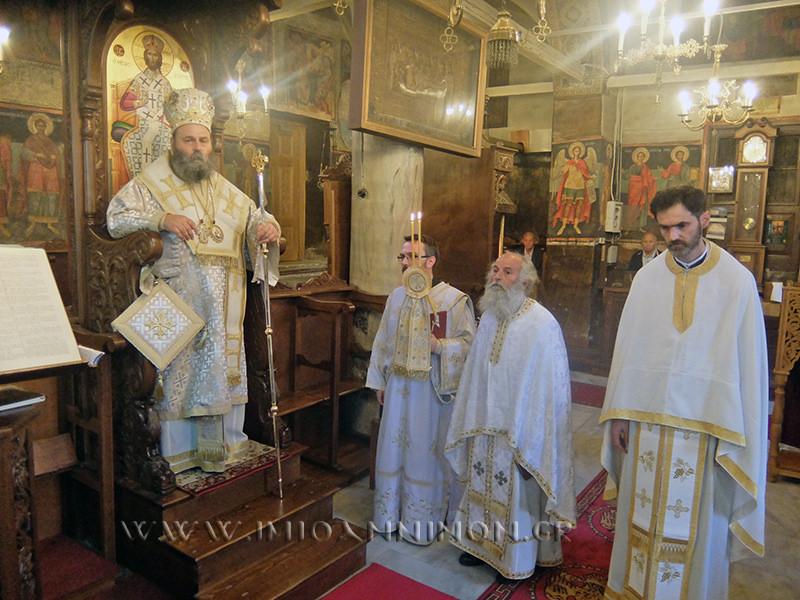 Θεία Λειτουργία στον Ιερό Ναό Κοίμησης της Θεοτόκου Γρεβενιτίου FOTO