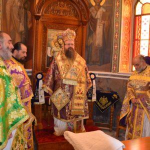 Η Κυριακή της Σταυροπροσκυνήσεως στον Μητροπολιτικό Ιερό Ναό Αγίων Κωνσταντίνου και Ελένης – Μάνδρας FOTO